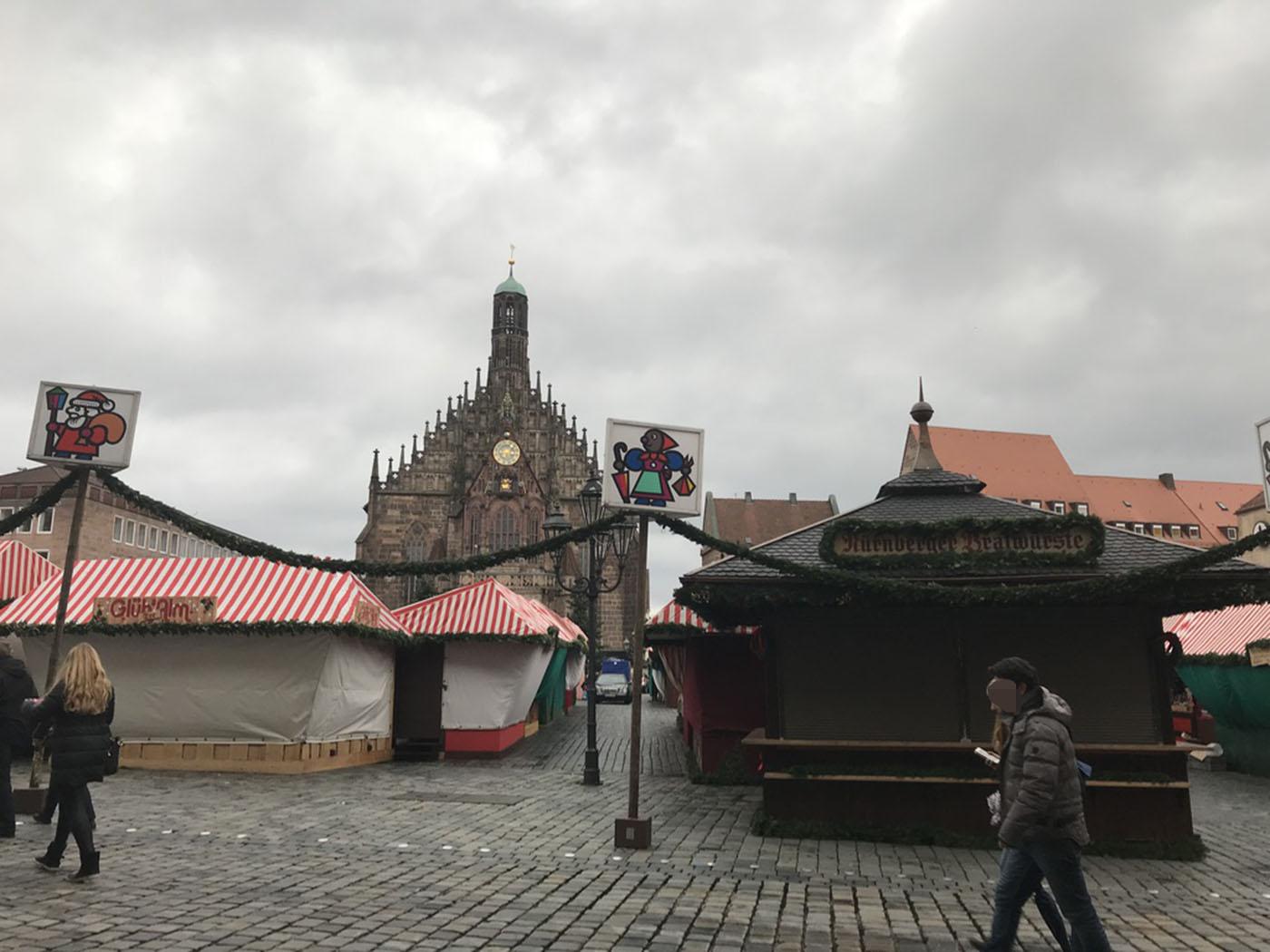 ニュルンベルク クリスマスマーケット準備中