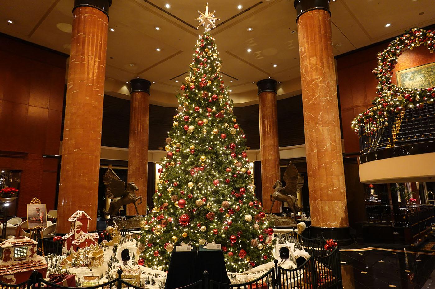 ウェスティンホテル東京ロビーのクリスマスツリー