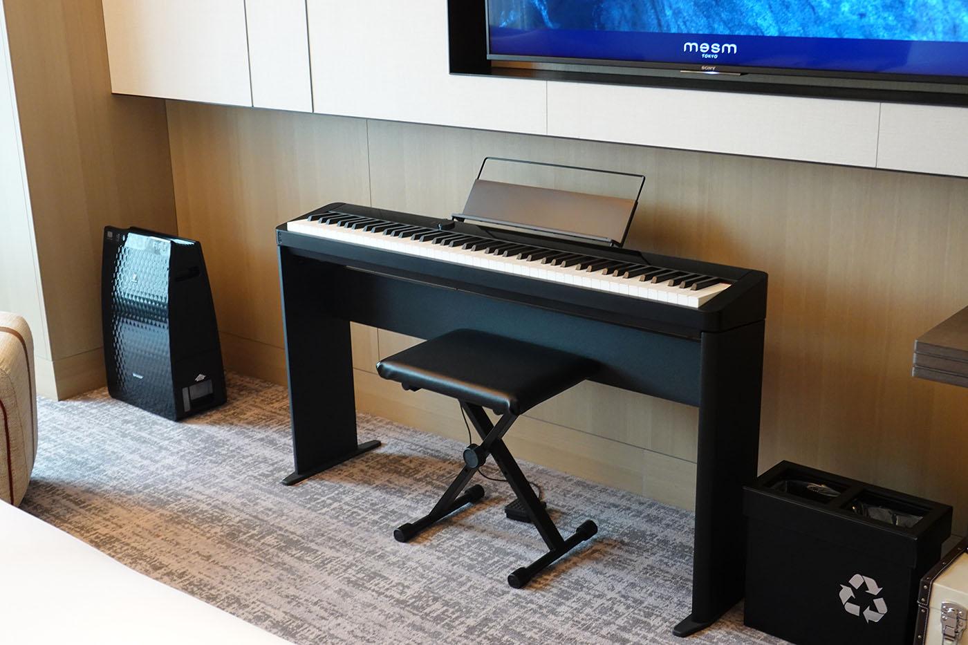 mesmtokyo部屋のピアノ