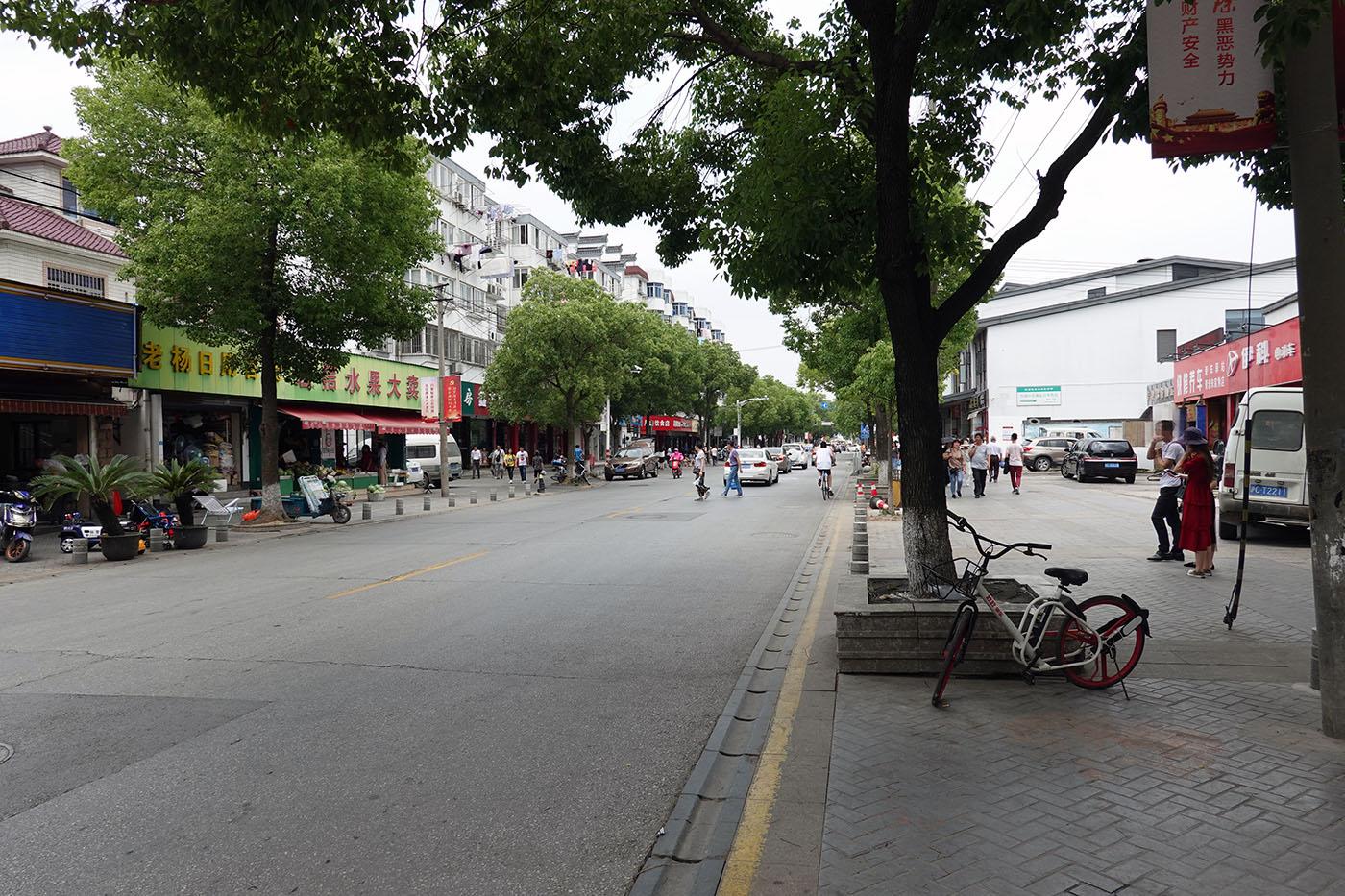 朱家角駅周辺の町並み