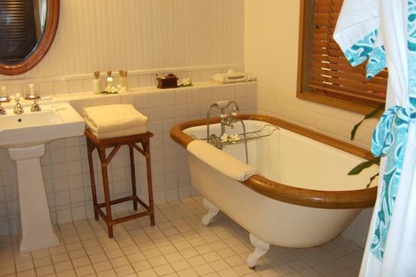 アマンリゾーツ ホテル・ボラボラ 水上コテージ お風呂