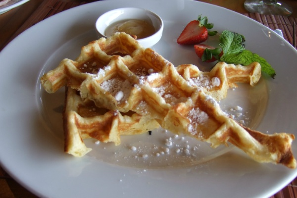 ホテルボラボラの朝食 ワッフル