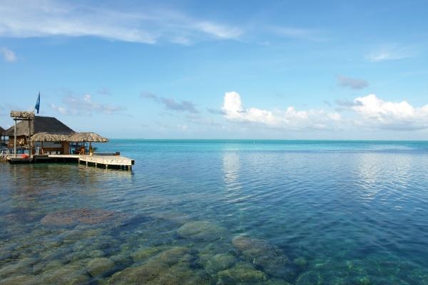 ホテルボラボラの海