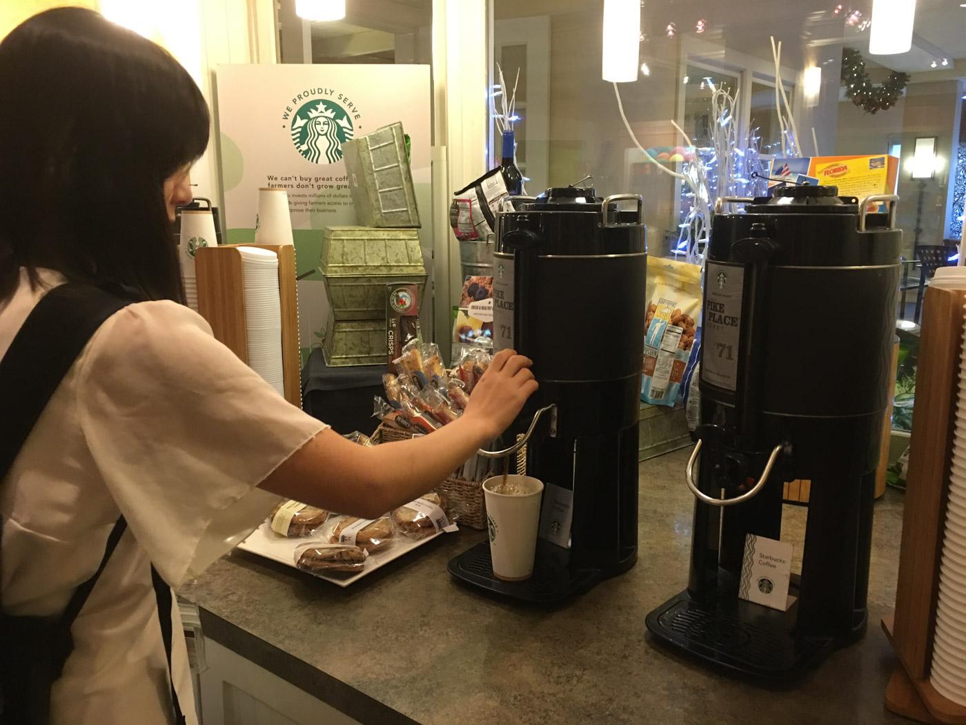 ヒルトン内のスタバコーヒー